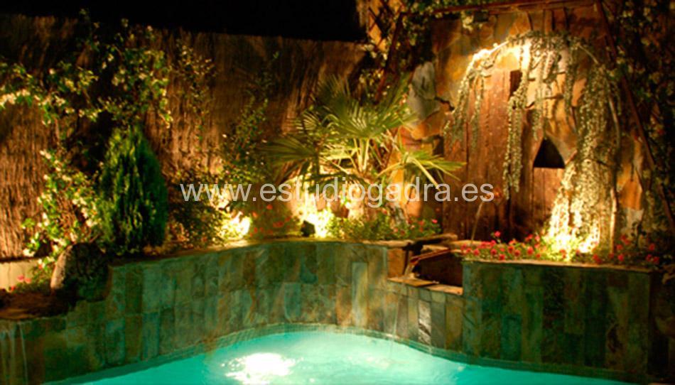 Iluminación para jardín y piscina.